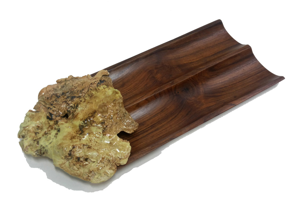 Made of wood, this looks lovely in brown and has a beautiful ceramic piece that will captivate you instantly.